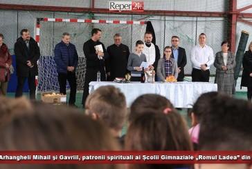 """Sfinţii Arhangheli Mihail şi Gavriil, patronii spirituali ai Școlii Gimnaziale """"Romul Ladea"""" din Oravița"""