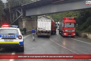 Atenție șoferi! Se circulă îngreunat pe DN 6 din cauza unui accident între două tiruri!