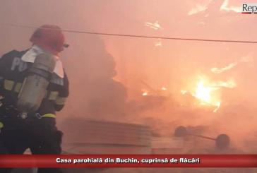 Casa parohială din Poiana Buchin, cuprinsă de flăcări