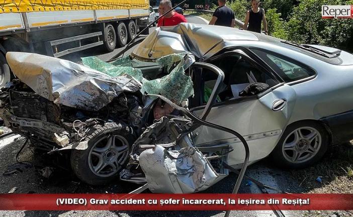 (VIDEO) Grav accident cu șofer încarcerat, la ieșirea din Reșița!